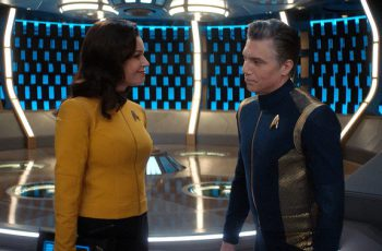 Number One and Captain Pike, played by Rebecca Romijn and Anson Mount